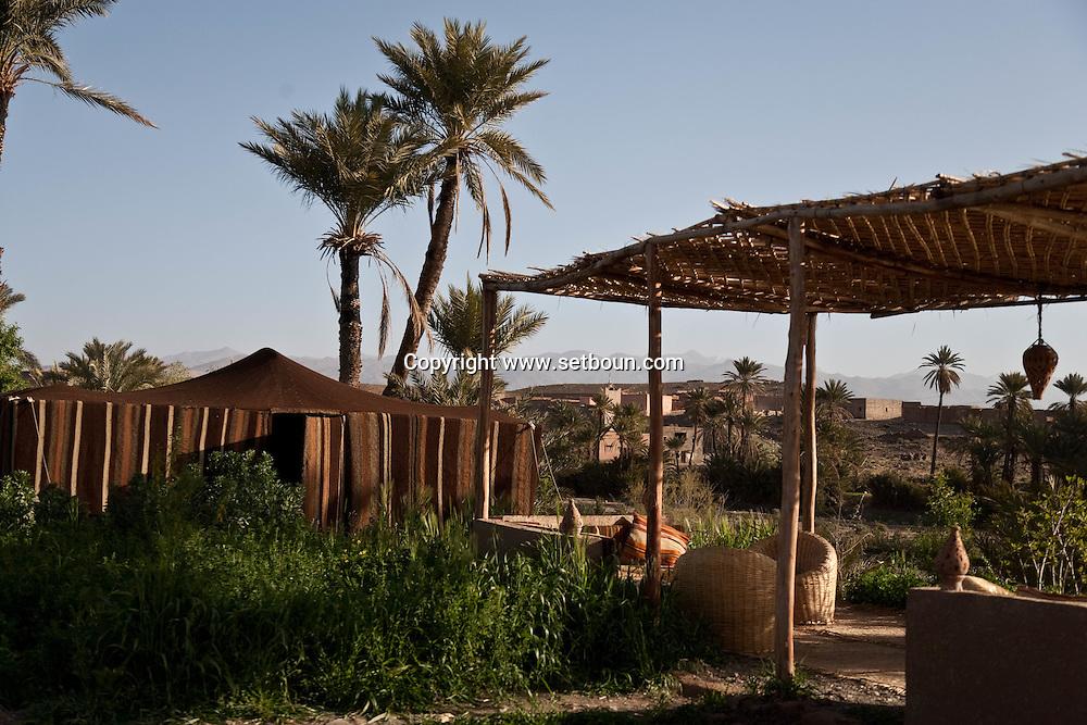 Morroco  south , Tasselmant - , Nomad  camp in Tasselmant , in a oasis garden near Ouarzazate / camp nomade de Tasselmant, avec tentes caidales; dans un jardin oasis au sud de Ouarzazate  Tasselmant - Maroc