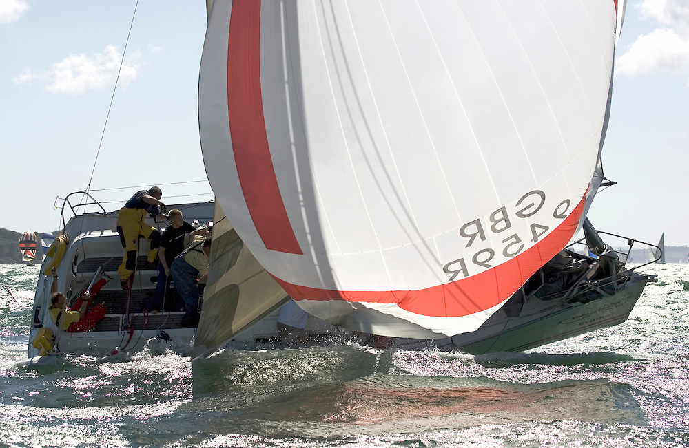 """Sigma 33 """"Stalker"""" broaches on the home run.Day 2 Skandia Cowes Week 2006"""