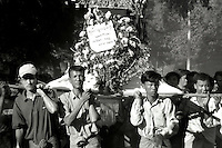 BURMA (MYANMAR), Mandalay Division, Bagan, Myinkabar. 2006. Men from the village carry Aung Thein Thay's coffin high between the town and the blessing area near the gravesite. After the consecration, the decorations are removed.