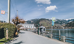 20.03.2020, Zell am See, AUT, tägliches Leben mit dem Coronavirus, im Bild die leere Promenade am Zeller See. Für ganz Österreich wurde eine Ausgangsbeschränkung der Bundesregierung ausgesprochen // the empty promenade at the Zeller See. Empty places in the city centre of Zell am See. The Austrian government is pursuing aggressive measures in an effort to slow the ongoing spread of the coronavirus, Zell am See, Austria on 2020/03/20. EXPA Pictures © 2020, PhotoCredit: EXPA/ Stefanie Oberhauser