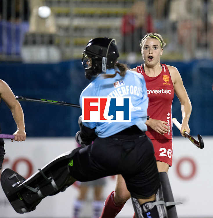 AUCKLAND - Sentinel Hockey World League final women<br /> Match id: 10310<br /> 20 ENG v NZL (Semi Final) 0-1<br /> New Zealand play the final<br /> Foto:  Lily Owsley watch how <br /> WORLDSPORTPICS COPYRIGHT FRANK UIJLENBROEK<br /> Sally Rutherford (Gk) stops the ball.