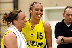 20-05-2006 BASKETBAL: FINALE PLAYOFF BINNENLAND - YELLOW BIKE: BARENDRECHT<br /> Yellow Bike verslaat Binnenland in eigenhuis en neemt nu een 3-1 voorsprong in de serie best of seven / Naomi Halman en Romy Calderon <br /> ©2006-WWW.FOTOHOOGENDOORN.NL
