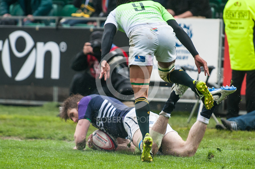 Scotland's Richie Vernon scores a try during Scotland's quarter-final victory over South Africa. Action from the IRB Emirates Airline Glasgow 7s at Scotstoun in Glasgow. 4 May 2014. (c) Paul J Roberts / Sportpix.org.uk