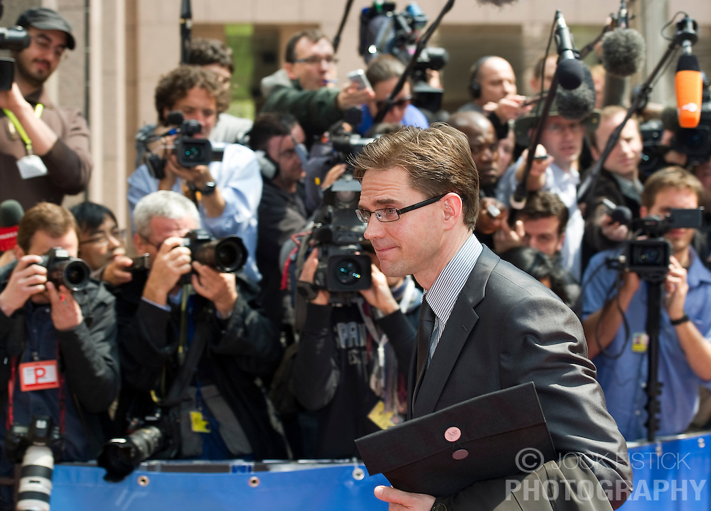 Jyrki Katainen, Finland's finance minister, arrives for the emergency meeting of European Union finance ministers in Brussels, Belgium, on Sunday, May 9, 2010.  European Union finance ministers meet today to hammer out the details of an emergency fund to prevent a sovereign debt crisis from shattering confidence in the 11-year-old euro. (Photo © Jock Fistick)