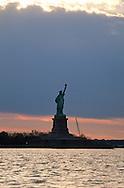 New York. sail around  Manhattan on The Adirondack sail ship   /  Promenade en mer sur un Voilier deux mats le Adirondack
