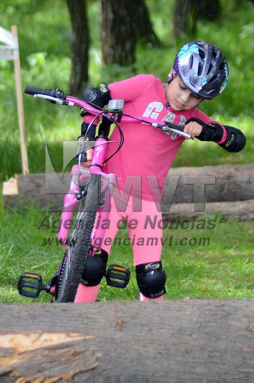 METEPEC, Mexico (Julio 03, 2016).- Primera edición del Cyclocross 2016, organizada por el Instituto Municipal de Cultura Física y Deporte de Metepec, logró reunir más de 180 competidores entre niños y adultos, justa ciclista que se realizó en el parque ambiental Bicentenario de este municipio. Agencia MVT. José Hernández.