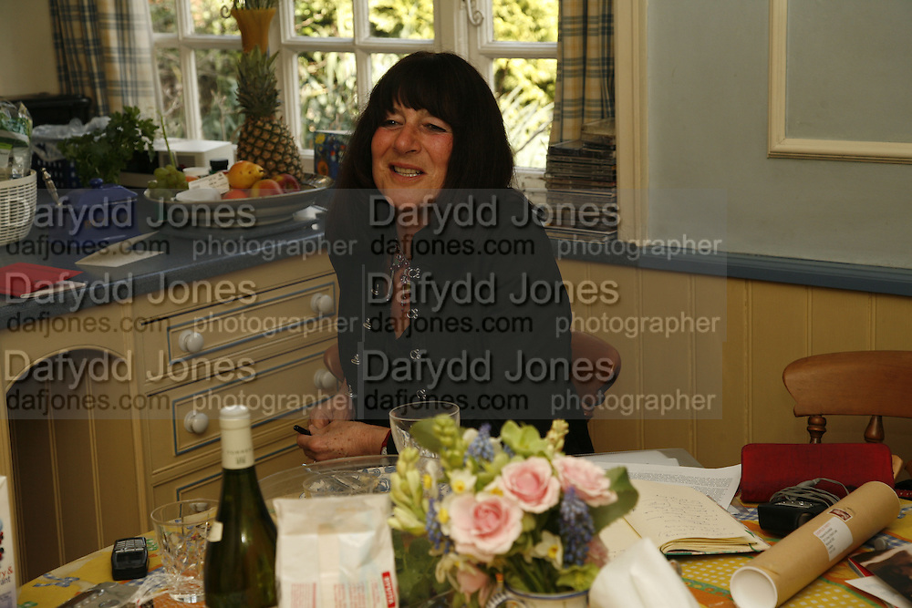 VALERIE GROVE ,  Muswell Hill. 10 April 2006. ONE TIME USE ONLY - DO NOT ARCHIVE  © Copyright Photograph by Dafydd Jones 66 Stockwell Park Rd. London SW9 0DA Tel 020 7733 0108 www.dafjones.com