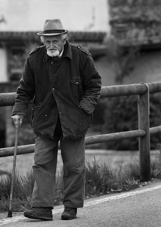Black and white photo of Italian walking in <br /> Castiglione di Garfagnana.