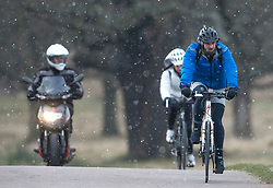 © Licensed to London News Pictures. 26/02/2018. London, UK. Commuters brave heavy snowfall and freezing temperatures in Richmond Park, west London, as a cold front sweeps in from the east. Up to 20cm of snow are expected in parts of the UK, with temperatures feeling as low as -15C in some places. Photo credit: Ben Cawthra/LNP
