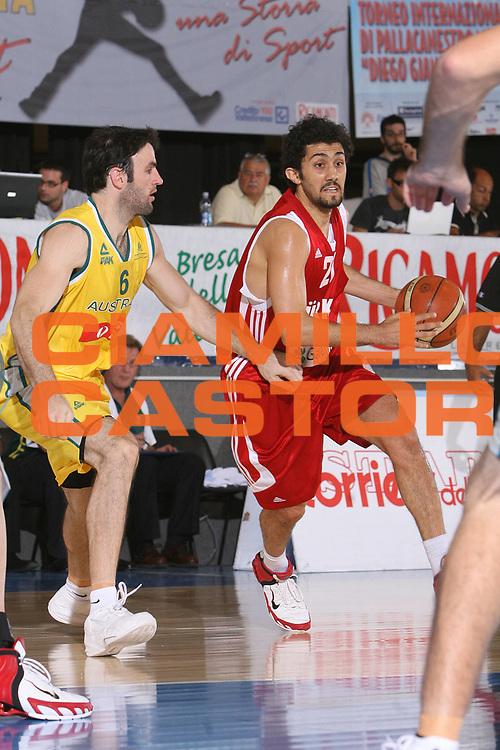 DESCRIZIONE : Bormio Torneo Internazionale Gianatti Australia Turchia <br /> GIOCATORE : Tutku Acik <br /> SQUADRA : Turchia <br /> EVENTO : Bormio Torneo Internazionale Gianatti <br /> GARA : Australia Turchia <br /> DATA : 31/07/2007 <br /> CATEGORIA : Palleggio <br /> SPORT : Pallacanestro <br /> AUTORE : Agenzia Ciamillo-Castoria/S.Silvestri