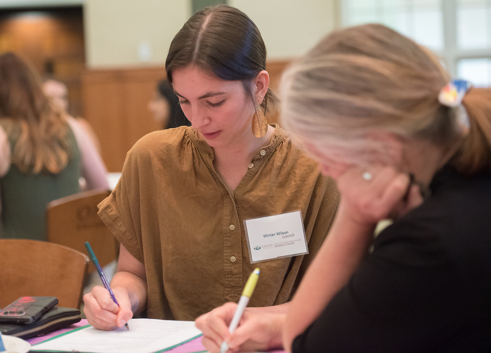 Winter Wilson fills out paper work with her mentor during the Women's Mentoring Meet and Greet event on Sept. 4, 2018 in Walter Rotunda. Photo by Hannah Ruhoff
