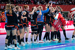 11-12-2019 JAP: Netherlands - Korea, Kumamoto<br /> Last match Main Round Group1 at 24th IHF Women's Handball World Championship, Netherlands win the last match against Korea with 36 - 24. / Team Netherlands celebrate, /best player Lois Abbingh #8 of Netherlands