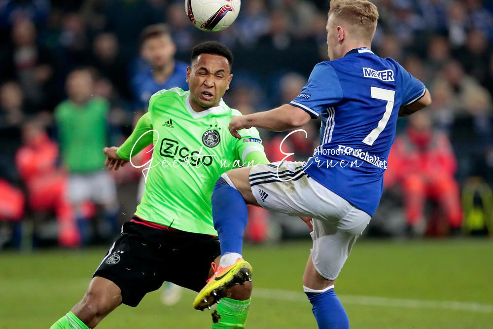 20-04-2017 VOETBAL:SCHALKE 04-AJAX:GELSENKIRCHEN<br /> Max Meyer van Schalke 04 in duel met Kenny Tete van Ajax <br /> <br /> Foto: Geert van Erven