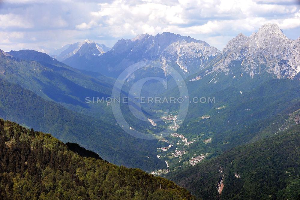 21/05/2011.Montagna Friulana. Vista dallo Zoncolan..© foto di Simone Ferraro