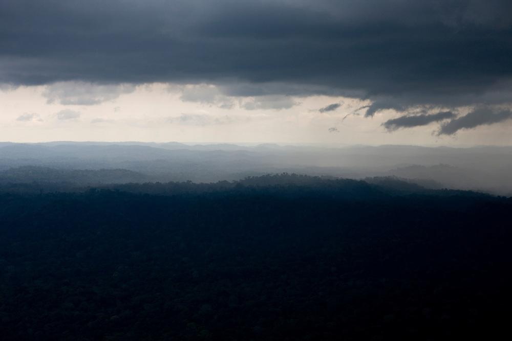 Rain and evaporation over the Amazon rainforest. Flight SW of Santarem on Trairao Municipality..Daniel Beltra/Greenpeace
