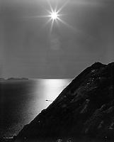 Ålesund 20120429.<br /> Sola skinner over Sukkertoppen i Ålesund mens en båt kjører over Breisundet.<br /> Foto: Svein Ove Ekornesvåg