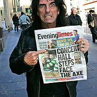 Alice Cooper in Glasgow before his show...Newsquest Media Group.2007