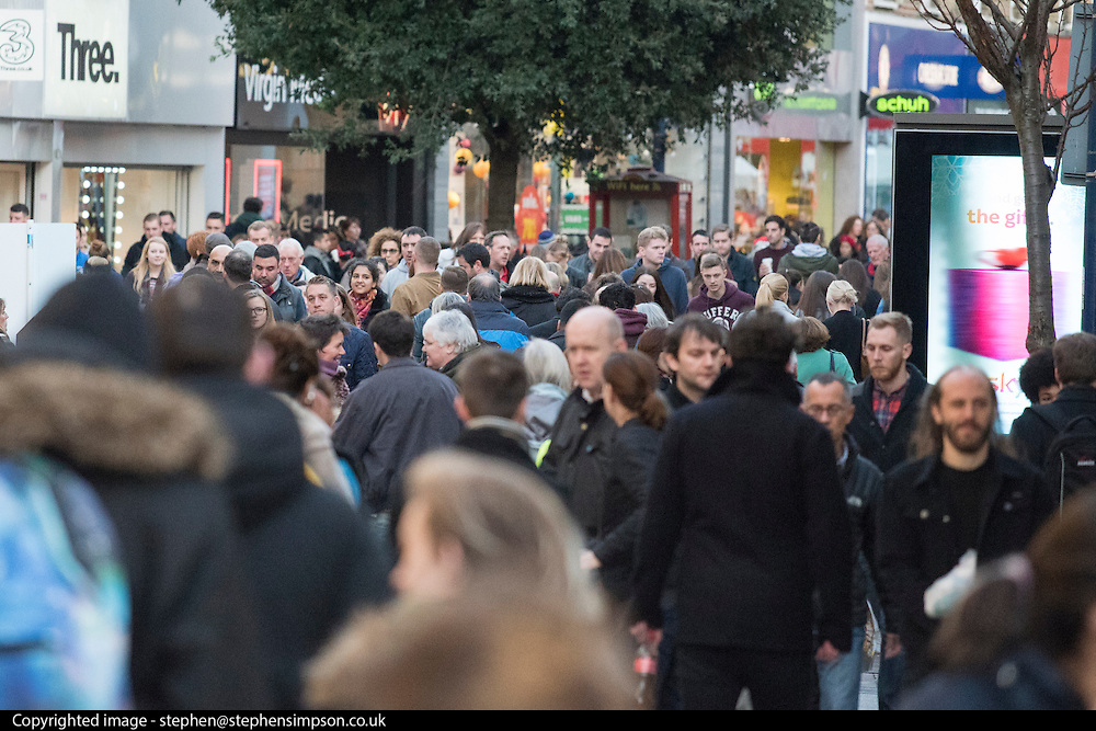 © Licensed to London News Pictures. 20/12/2014. Kingston, UK Shoppers in Kingston Upon Thames today 20th December 2014. Today is the last Saturday day before Christmas. Photo credit : Stephen Simpson/LNP
