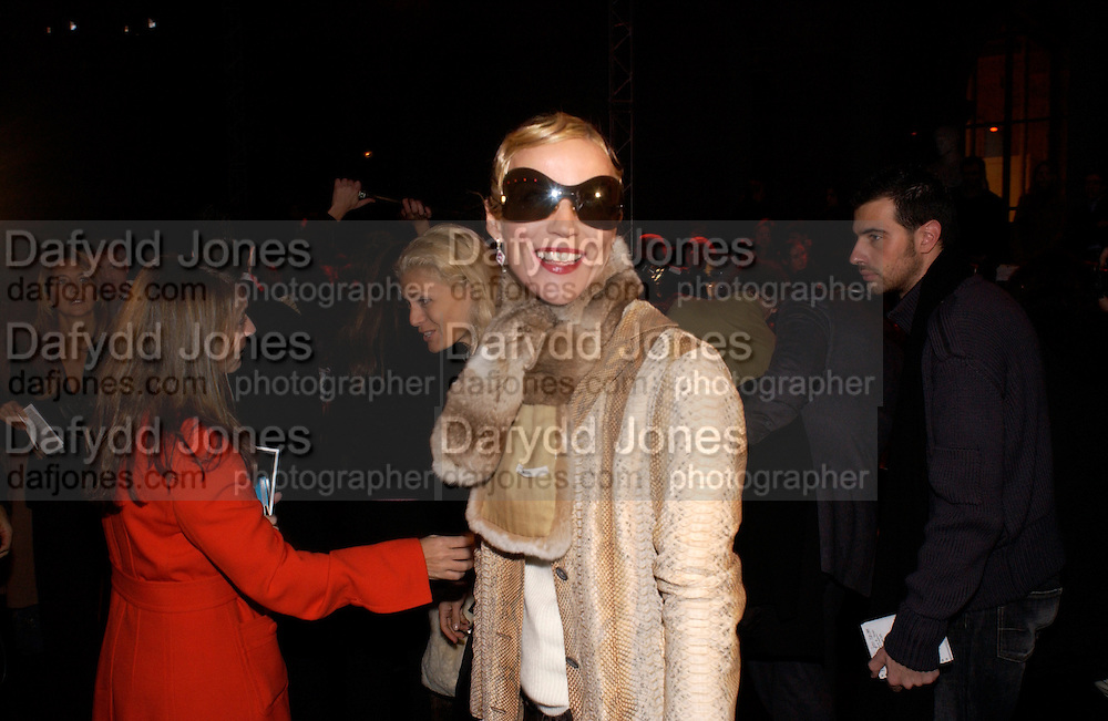 Daphne Guinness, Ungaro couture fashion show at their studio, Ave Montaigne, Paris, 21 January 2004.  © Copyright Photograph by Dafydd Jones 66 Stockwell Park Rd. London SW9 0DA Tel 020 7733 0108 www.dafjones.com