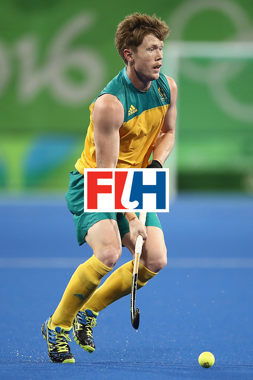 RIO DE JANEIRO, BRAZIL - AUGUST 10:  Matthew Dawson of Australia runs the ball forward during the men's pool A match between Great Britain and Australia on Day 5 of the Rio 2016 Olympic Games at the Olympic Hockey Centre on August 10, 2016 in Rio de Janeiro, Brazil.  (Photo by Mark Kolbe/Getty Images)
