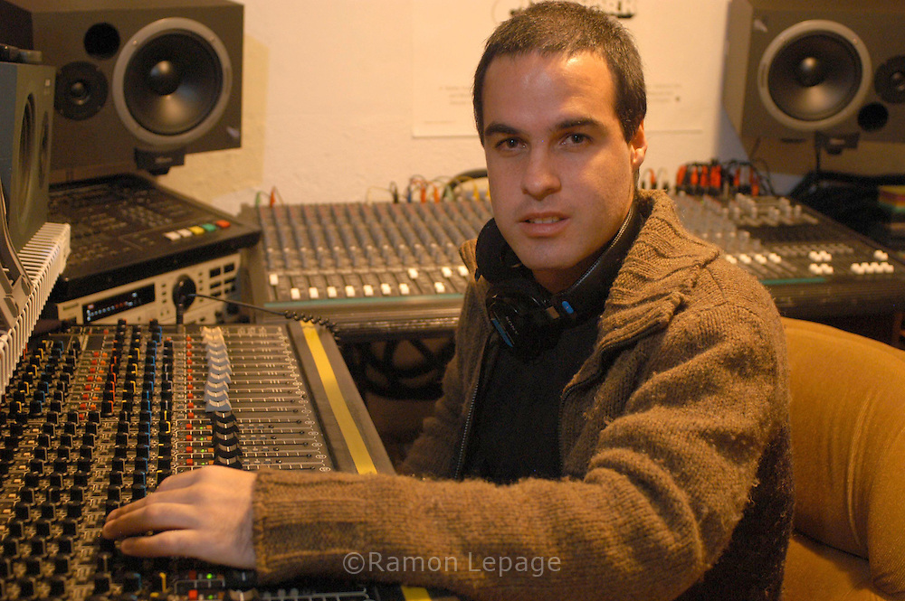 Armando Gómez del dúo de música electrónica Masserati 2lts.  Armando Gómez of Masserati 2lts.  (Ramón Lepage / Orinoquiaphoto)