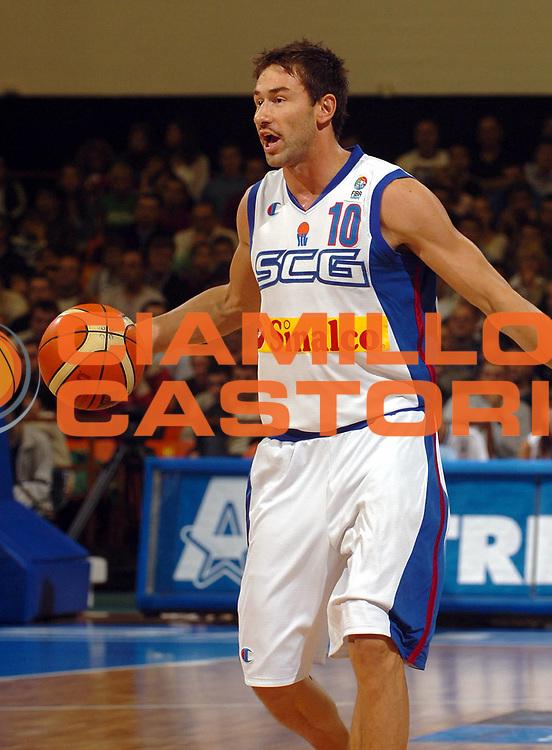 DESCRIZIONE : Novi Sad Eurobasket Men 2005 Francia-Serbia &amp; Montenegro<br /> GIOCATORE : Jaric<br /> SQUADRA : Serbia &amp; Montenegro<br /> EVENTO : Eurobasket Men 2005 Campionati Europei Uomini 2005<br /> GARA : Francia France Serbia &amp; Montenegro<br /> DATA : 20/09/2005<br /> CATEGORIA :<br /> SPORT : Pallacanestro<br /> AUTORE : Ciamillo&amp;Castoria/Fiba Europe Pool