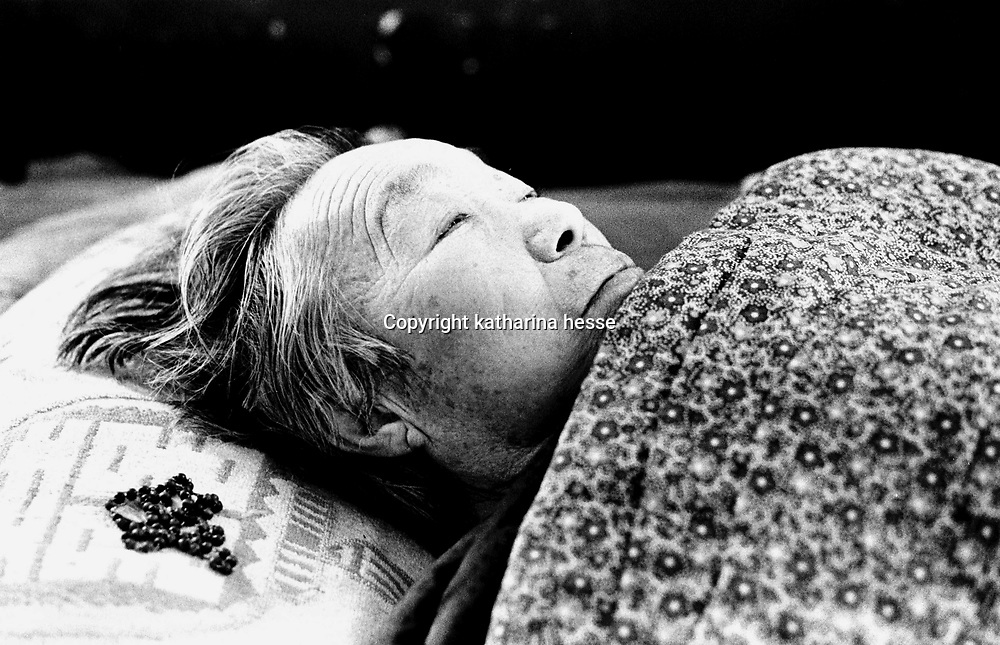ANGUO, 1 APRIL, 2001: an old nun lies in her bed in a home for retired catholics.China cut relations with the Vatican in the early fifites and since then, established a Patriotic catholic Church that's controlled by Chinese authorities.<br />