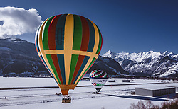 04.02.2019, Zell am See - Kaprun, AUT, BalloonAlps, im Bild Heissluftballone bei ihrem Start am Flugplatz Zell am See mit dem kitzsteinhorn Gletscher // Hot air balloons take-off at the airfield Zell am See with the kitzsteinhorn Glacier  during the International Balloonalps Alps Crossing Event, Zell am See Kaprun, Austria on 2019/02/04. EXPA Pictures © 2019, PhotoCredit: EXPA/ JFK