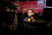 05 JAN 2015, BERLIN/GERMANY:<br /> Heiko Maas, SPD, Bundesjustizminister, beantortet Fragen von Journalisten, vor Beginn der NoBaergida-Demo, der Demo des Buendnisses gegen Rassismus gegen die Demo der Pegida / Baergida, Berlin-Mitte<br /> IMAGE: 20150105-01-003<br /> KEYWORDS: NoBärgida, Bärgida, Demonstration, Protest, Gegendemo, Mikrofon, microphone
