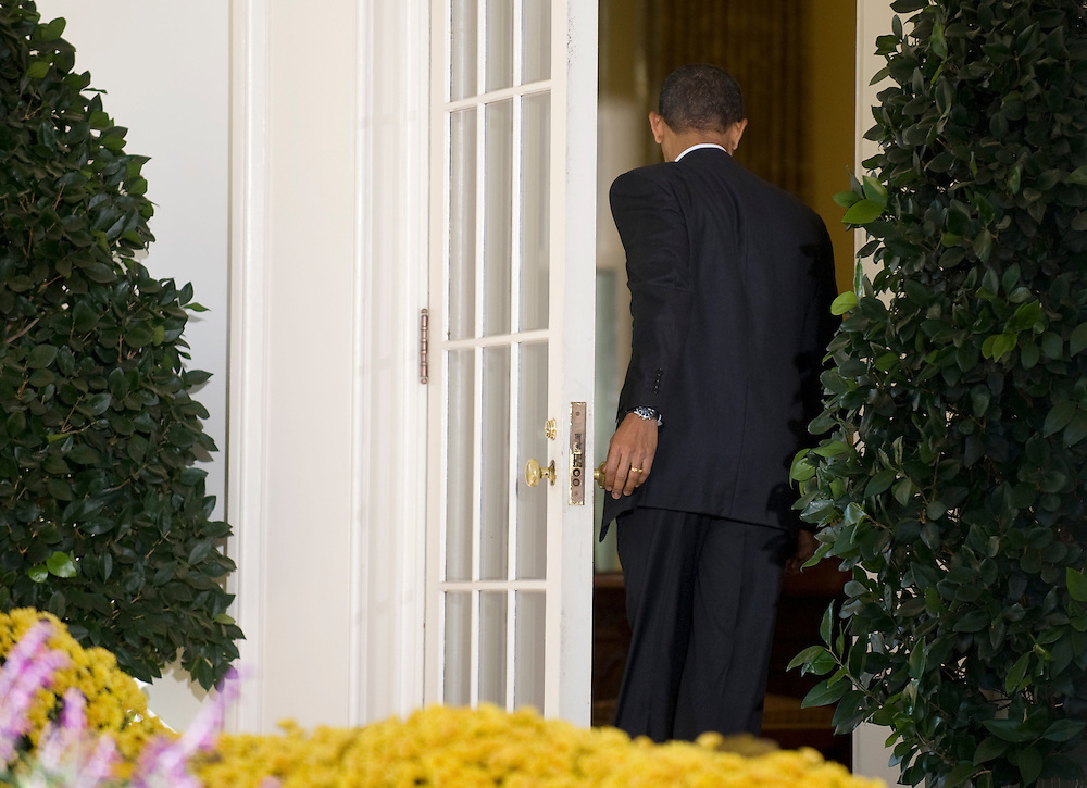 US President Barack Obama returns to his office after speaking in the Rose Garden of the White House in Washington, DC, USA 06 November 2009. Obama spoke about the shooting at Fort Hood Texas as well as the US unemployment rate, which is now over ten percent.