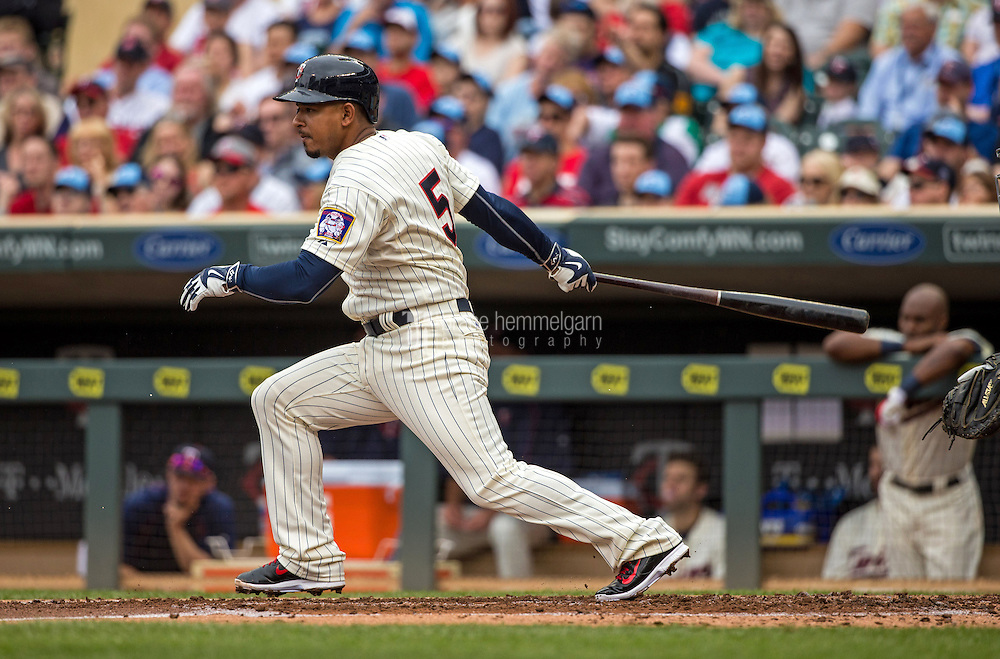 MINNEAPOLIS, MN- MAY 16: Eduardo Escobar #5 of the Minnesota Twins bats against the Tampa Bay Rays on May 16, 2015 at Target Field in Minneapolis, Minnesota. The Twins defeated the Rays 6-4. (Photo by Brace Hemmelgarn) *** Local Caption *** Eduardo Escobar