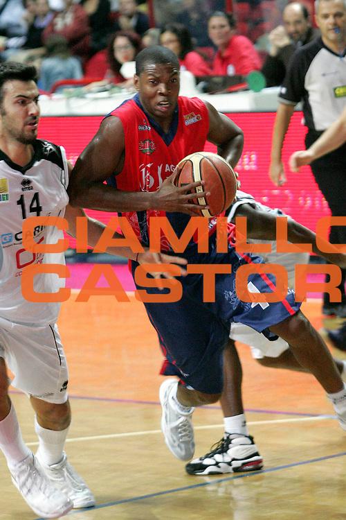 DESCRIZIONE : Montecatini Lega A2 2007-08 Agricola Gloria RB Montecatini Terme Carife Basket Club Ferrara<br /> GIOCATORE : Zig Thierry<br /> SQUADRA : Agricola Gloria RB Montecatini Terme<br /> EVENTO : Campionato Lega A2 2007-2008<br /> GARA : Agricola Gloria RB Montecatini Terme Carife Basket Club Ferrara<br /> DATA : 21/10/2007<br /> CATEGORIA : Penetrazione<br /> SPORT : Pallacanestro<br /> AUTORE : Agenzia Ciamillo-Castoria/Stefano D'Errico