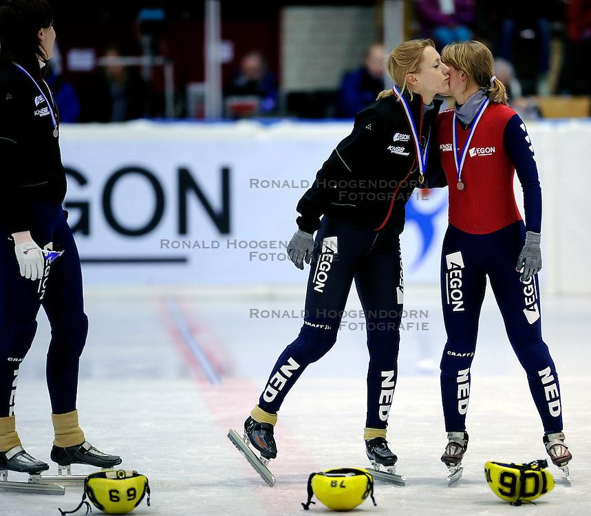 22-03-2009 SHORTTRACK: NK SHORTTRACK: ZOETEMEER<br /> Jorien ter Mors, Annita van Doorn en Sanne van Kerkhof<br /> &copy;2009-WWW.FOTOHOOGENDOORN.NL