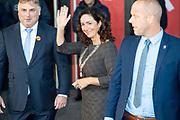 Koningin Maxima bij uitreiking Prix de Rome 2019 in het Stedelijk Museum Amsterdam. De Prix de Rome is de oudste prijs in Nederland voor beeldend kunstenaars onder de 40 jaar. Het doel van de prijs is getalenteerde kunstenaars te signaleren en hen te stimuleren zich verder te ontwikkelen en hun zichtbaarheid te vergroten.<br /> <br /> Queen Maxima at Prix de Rome 2019 presentation in the Stedelijk Museum Amsterdam. The Prix de Rome is the oldest prize in the Netherlands for visual artists under 40 years of age. The purpose of the prize is to identify talented artists and encourage them to develop further and increase their visibility. <br /> Op de foto: Femke Halsema