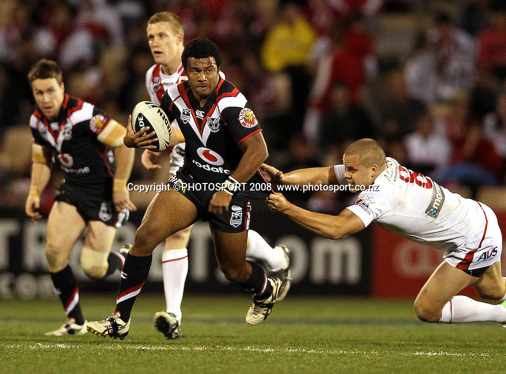 Alehana Mara gets past Dan Hunt<br /> Dragons v Warriors. NRL rugby league match. WIN Stadium, Wollongong Australia. Saturday 25 August 2012. Photo: Paul Seiser/PHOTOSPORT