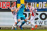 TILBURG - 19-02-2017, Willem II - AZ, Koning Willem II Stadion, 1-1, Willem II speler Jordens Peters, AZ speler Wout Weghorst, Willem II speler Dico Koppers
