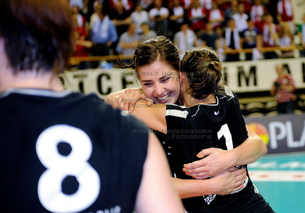 10-04-2011 VOLLEYBAL: BEKERFINALE VC WEERT - VC SNEEK: ALMERE<br /> Captain Suzan Freriks<br /> &copy;2011 Ronald Hoogendoorn Photography
