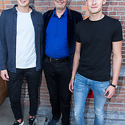 NLD/Amsterdam/20180917 - Uitreiking de Gouden Notenkraker 2018, Carel Kraayenhof met zijn zoons