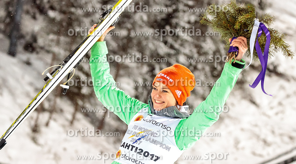24.02.2017, Lahti, FIN, FIS Weltmeisterschaften Ski Nordisch, Lahti 2017, Damen Skisprung, Flower Zeremonie, im Bild Goldmedaillengewinnerin Carina Vogt (GER) // Goldmedalist Carina Vogt of Germany during Flower Ceremony of the Ladies Skijumping Competition of FIS Nordic Ski World Championships 2017. Lahti, Finland on 2017/02/24. EXPA Pictures © 2017, PhotoCredit: EXPA/ JFK