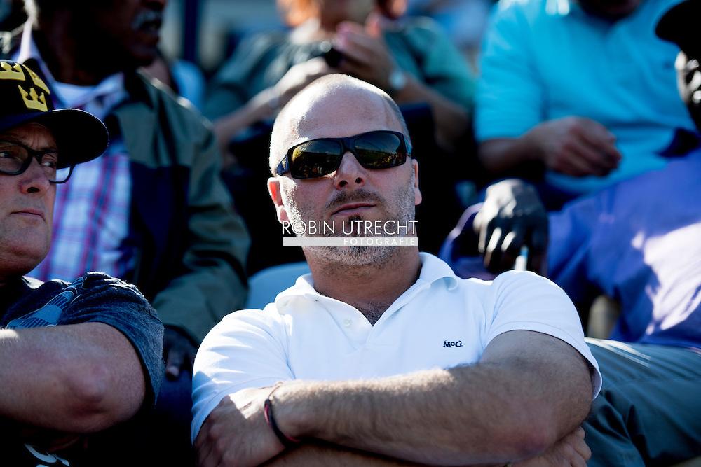 ROTTERDAM - Ronald Jaarsma, op de tribune , eerste wedstrijd uit de serie tussen Neptunus en Pirates , Middelpunt is Ronald Jaarsma, assistent-coach van Pirates. De Amsterdamse club heeft hem per direct op non-actief gezet. ROBIN UTRECHT