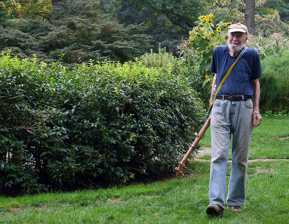 Pete Seeger walks up up to join the music at the Cohen's pignic 9/1/2013. (Photo by Randall K. Wolf)