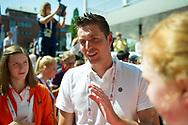 EYOF 2013: Pieter vd Hoogenband spreekt bemoedigend met Oranje zwemploeg