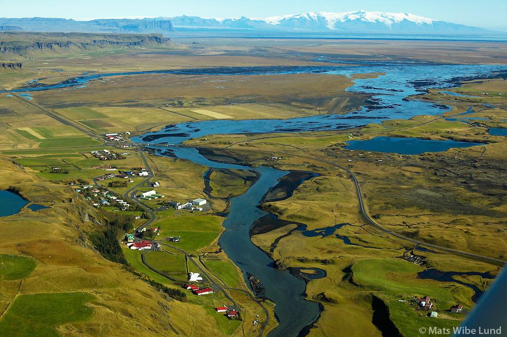 Kirkjubæjarklaustur. Skaftá, Kirkjubæjarhreppur, horft til austurs. Öræfajökull í baksýni. /.Kirkjubaejarklaustur, river Skafta, ,Kirkjubaejarhreppur. Viewing east towards Oraefajokull glacier.