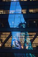 New York, Times square , Reuters building , statue of liberty reflected on a building  / la statue de la liberte, reflexion d'une image sur une tour miroir