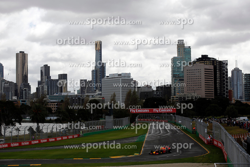 18.03.2016, Albert Park Circuit, Melbourne, AUS, FIA, Formel 1, Grand Prix von Australien, Training, im Bild Daniil Kvyat (RUS) Red Bull Racing RB12 // during Practice for the FIA Formula One Grand Prix of Australia at the Albert Park Circuit in Melbourne, Australia on 2016/03/18. EXPA Pictures &copy; 2016, PhotoCredit: EXPA/ Sutton Images/ Gasperotti/<br /> <br /> *****ATTENTION - for AUT, SLO, CRO, SRB, BIH, MAZ only*****
