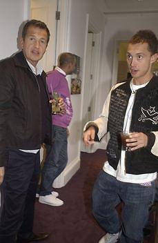 Dan Macmillan and Mario Testino, Stella McCartney shop eopening, Bruton St. London. 15 May 2003. © Copyright Photograph by Dafydd Jones 66 Stockwell Park Rd. London SW9 0DA Tel 020 7733 0108 www.dafjones.com