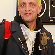 NLD/Amsterdam/20110324 - Opening Hers and His expositie van Eddy Zoey, kunstenaar Bert Broodje