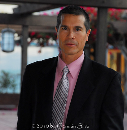 Yours truly ready to photograph a wedding in San Diego, California -- with shirt and tie to match the wedding party's colors!  :)<br />
