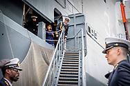 ROTTERDAM - Prince Maurits was promoted on Friday in the presence of family to Captain of the Sea at the Royal Navy Reserve. This was done by General Navy of the Navy and the Chief of the Military House of King Willem-Alexander, Hans van der Louw. The ceremony found aboard the naval ship Zr. Ms. Karel Doorman place. Among the attendees, including princess Margriet and Pieter van Vollenhoven, the parents of Maurits, are wife princess Maril&egrave;ne and son Lucas and brother Prince Pieter-Christiaan.<br /> Prince Maurits was promoted to captain-lieutenant at sea on May 1, 2013, day after the inauguration of his cousin as a king, and was also appointed as an extraordinary adjudicator. ROBIN UTRECHT ROTTERDAM - Prins Maurits is vrijdag in het bijzijn van familie bevorderd tot Kapitein ter Zee bij de Koninklijke Marine Reserve. Dat gebeurde door generaal Verkerk van de Marine en de Chef van het Militaire Huis van koning Willem-Alexander, Hans van der Louw. De ceremonie vond aan boord van het marineschip Zr. Ms. Karel Doorman plaats. Onder de aanwezigen onder meer prinses Margriet en Pieter van Vollenhoven, de ouders van Maurits, zijn echtgenote prinses Maril&egrave;ne en zoon Lucas en broer prins Pieter-Christiaan.<br /> Prins Maurits werd op 1 mei 2013, daags na de inhuldiging van zijn neef als koning, bevorderd tot kapitein-luitenant ter zee en bovendien aangesteld als adjudant in buitengewone dienst. ROBIN UTRECHT