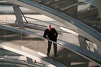 02 SEP 1999, BERLIN/GERMANY:<br /> Rezzo Schlauch, B90/Grüne Fraktionsvorsitzender, in der Glasskuppel des Reichstagsgebäudes<br /> Rezzo Schlauch, Chairman of the Green parliamentary group, into the glass dome of the Reichstag<br /> IMAGE: 19990902-01/05-26